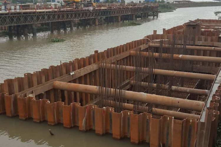 钢板桩围堰优化设计与施工技术