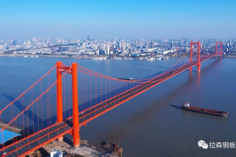 武汉鹦鹉洲长江大桥1#墩塔钢板桩围堰