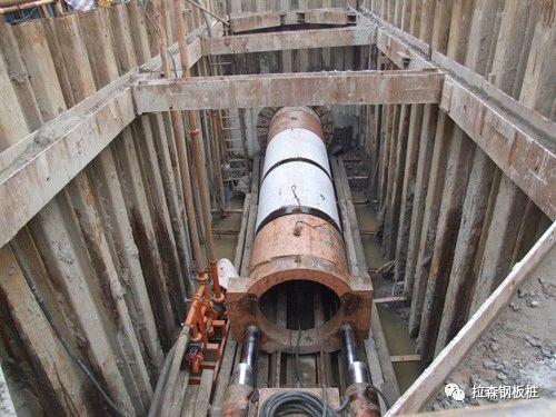 钢板桩工作井在软弱土层顶管工程中的应用