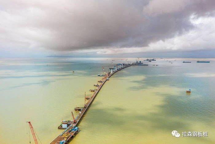 深中通道东泄洪区非通航孔桥围堰设计与施工